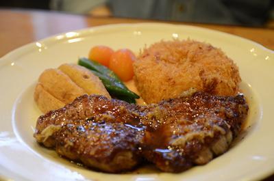 [画像がありません]牛フィレ肉ミニッツステーキとカニクリームコロッケの盛り合わせ