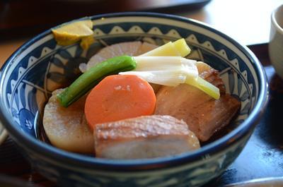 [画像がありません]豚バラ肉と大根の煮物