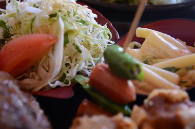 [画像がありません]サラダ、マカロニサラダ、ししとう+ウインナー