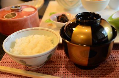 [画像がありません]御飯、お味噌汁