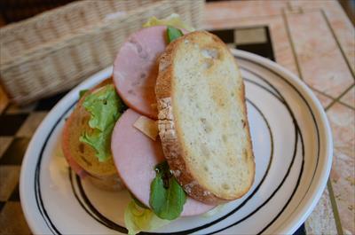 [画像がありません]ロースハムとルッコラのサンドイッチ