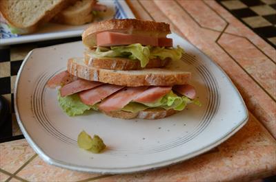 [画像がありません]厚切りロースハムのサンドイッチ