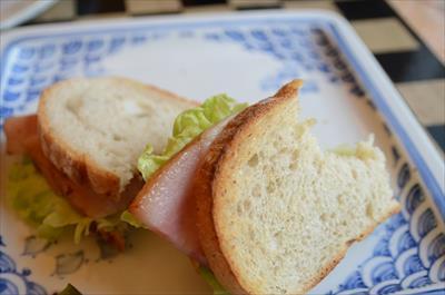 [画像がありません]厚切りベーコンのサンドイッチ