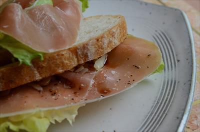 [画像がありません]ハモンセラーノのサンドイッチ