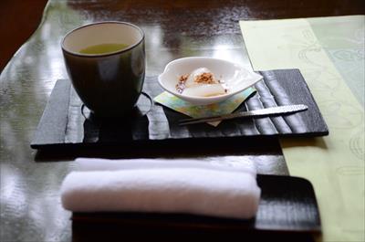 [画像がありません]お茶とわらび餅