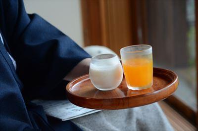 [画像がありません]ヨーグルトドリンク・オレンジジュース
